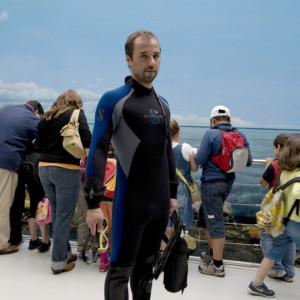 Jorge Carmo. Responsável pelo habitat do Índico, técnico de mergulho e jardinagem. É formado em Biologia na Universidade dos Açores.