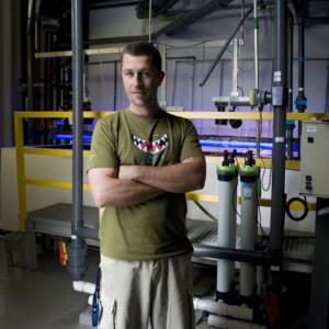 Vitor Dionísio, 37, Aquarista. Responsável pela manutenção e gestão dos aquários da Galeria do Atlântico.